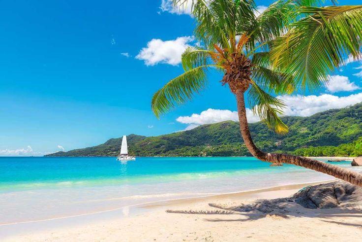 nowboat-blog-7-best-beaches-seychelles-beau-vallon-mahe-island-By-Lucky-photographer